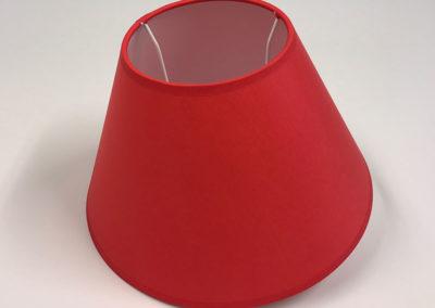 Pantalla cónica en material rojo de Artesanía Antonio