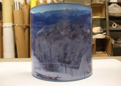 Pantalla forrada con paisaje en material impreso de Artesanía Antonio