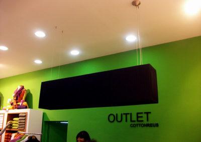 Pantalla colgante rectangular en negro para tienda de Artesanía Antonio
