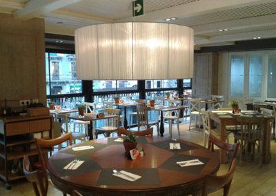 Pantalla gigante central para restaurante de Artesanía Antonio
