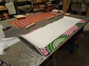 Proceso de creación de pantallas con estampados de Artesanía Antonio