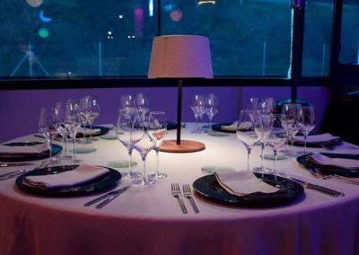 Lámpara con distintos ambientes para mesa de banquetes de Artesanía Antonio